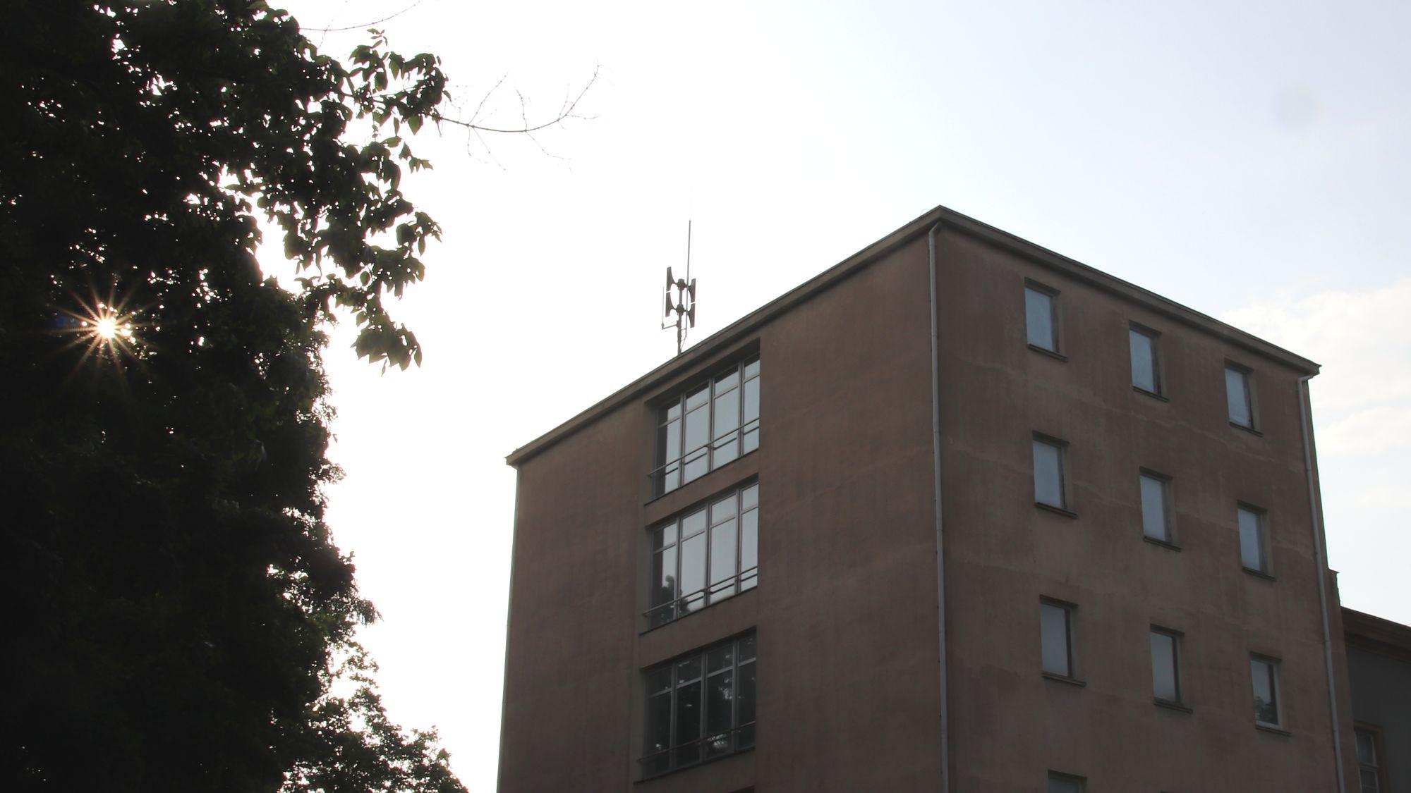 Sirene auf dem Dach des alten Archivs an der Marienallee