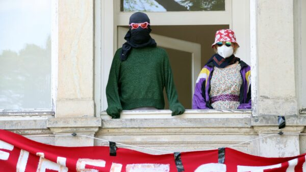 Hausbesetzer*innen bei der Pressekonferenz