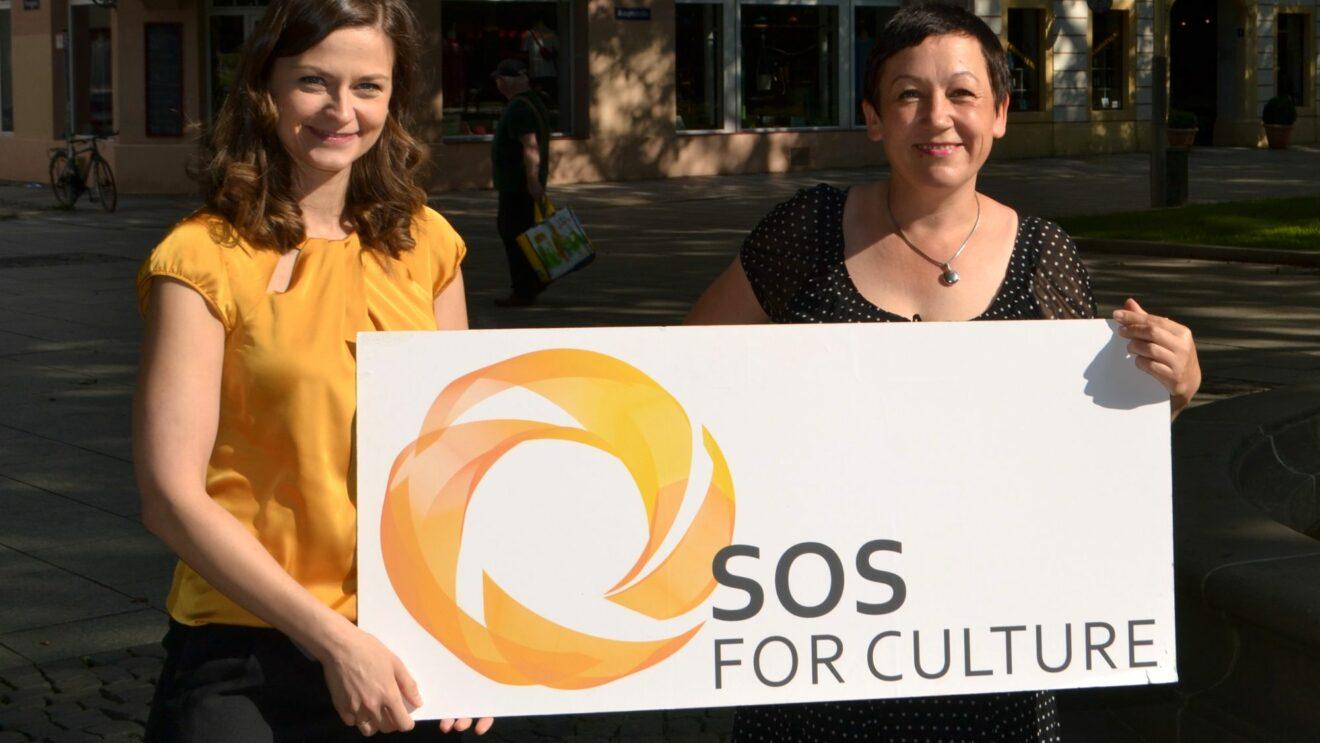 Spende für die Buden durch SOS for Culture