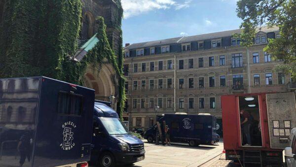 Auch am Martin-Luther-Platz hat sich die Filmcrew breitgemacht. Foto: Haase-Media