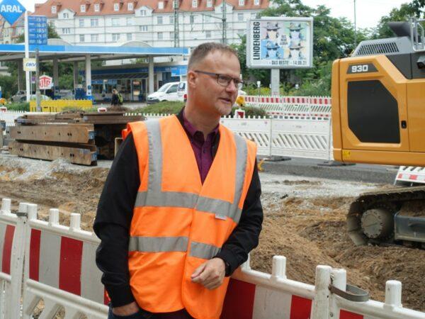 Gesamtbauleiter Olaf Hahn koordiniert die beteiligten Firmen. Foto: W. Schenk