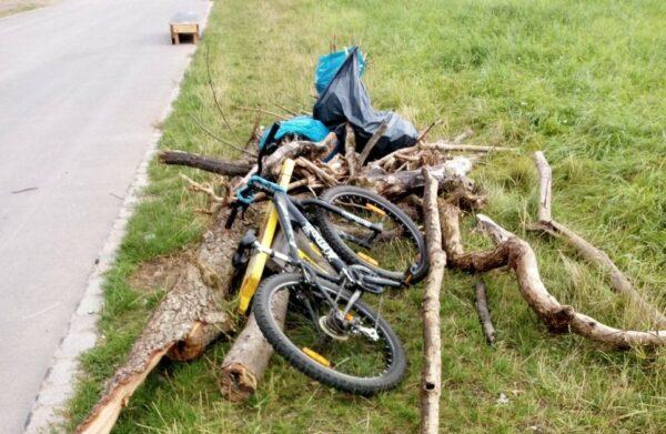 Fundsachen: In der Elbe ein Fahrrad, im Alaunpark viele Taschen, Schlüssel, Pässe. - Foto: Rainer Pietrusky
