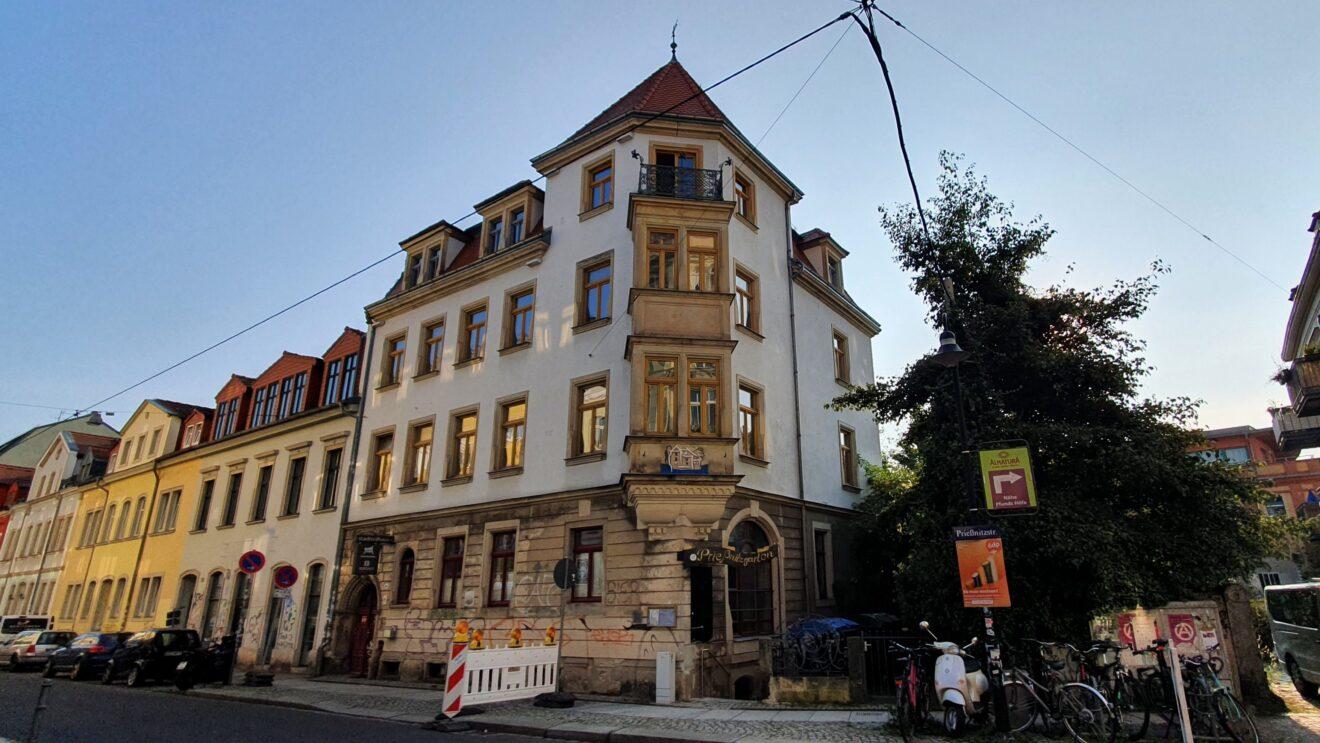 Das Stadtteilhaus in der Prießnitzstraße 18   Beginn der Diskussion: 19.30