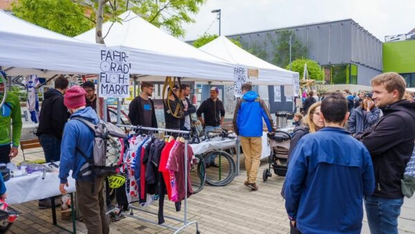 Fahrradflohmarkt vor der Scheune - Foto: Stephan Böhlig 2019