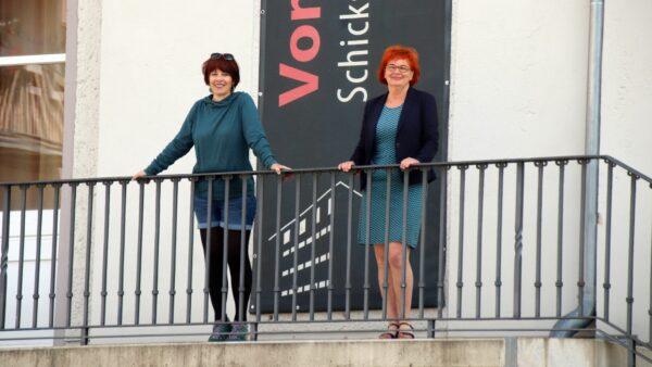 Die Initiatorin des Projektes, Verena Böll (rechts) mit der Künstlerin Elena Pagel - Foto: Anton Launer