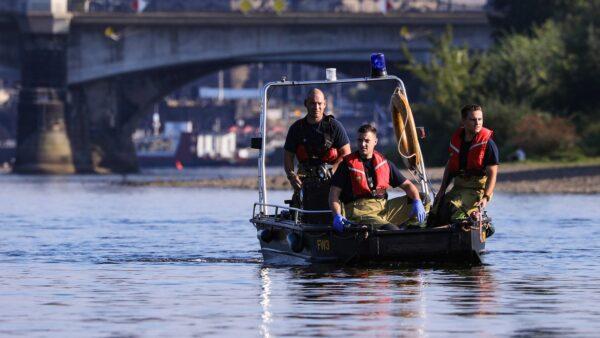 Feuerwehr-Rettungsboot auf der Elbe - Foto: Tino Plunert