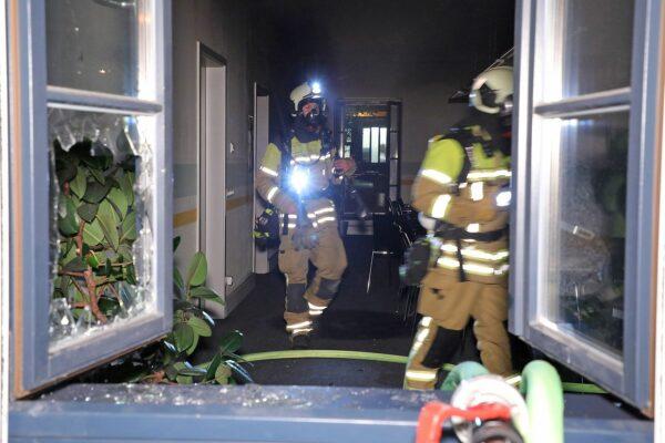 Auch in einem Büro auf dem Gelände hat es gebrannt. Foto: Roland Halkasch