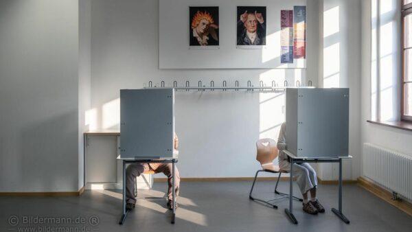 Wahlurne im Gymnasium Dreikönigschule - Foto: Bildermann