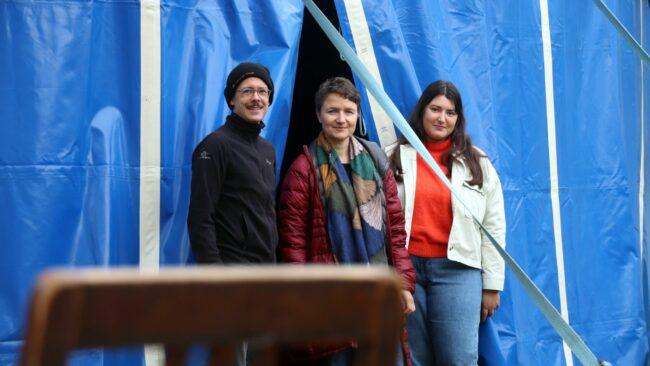 Drei vom vierzigköpfigen Kino-Team: Pete Welchman, Dani Barsch und  Xenia Buzdnitcaia