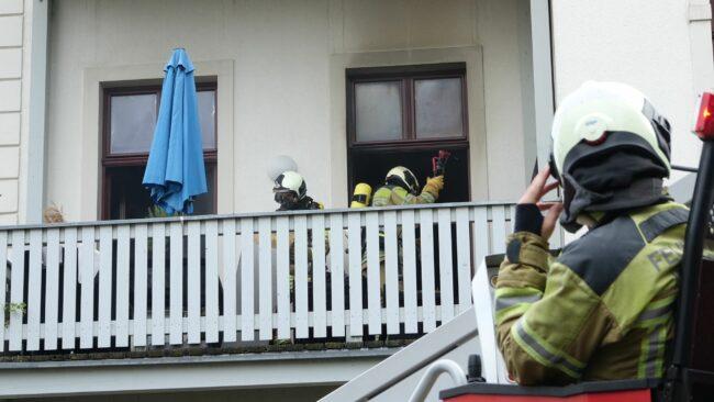 Feuerwehreinsatz in der Erna-Berger-Straße - Foto: Roland Halkasch