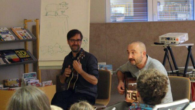 Kinderbuchautoren Andreas Német und Hans-Christian Schmidt beim Bibliotheksfest - Foto: Bibo Neustadt